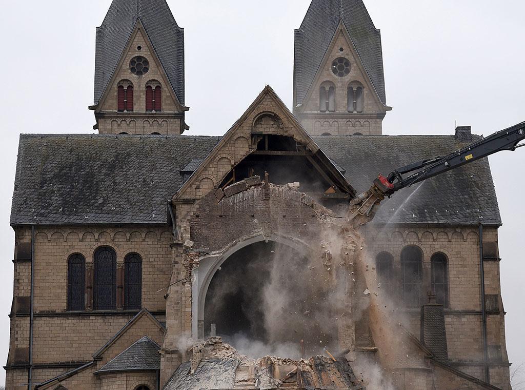 Image result for srušene crkve francuska
